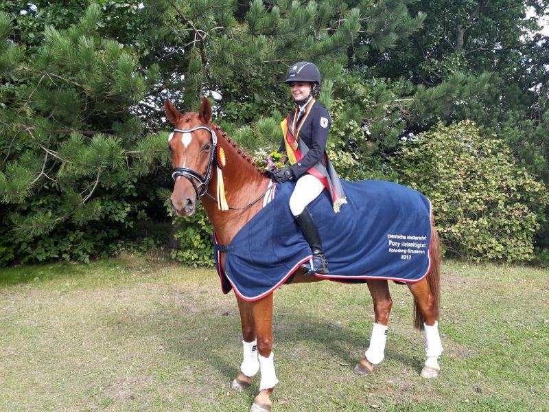 Lena Pede gewinnt DM der Ponyvielseitigkeitsreiter